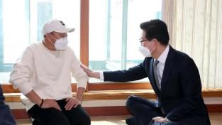 양승조 충남지사, 난치병 투병 이봉주 선수 위문